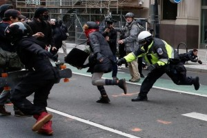 A police officer tries to tackle a protester demonstrating against U.S. President Donald Trump on the sidelines of the inauguration in Washington, DC, U.S., January 20, 2017. REUTERS/Adrees Latif - RTSWIPE