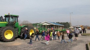 Local farmers show Zeigler Royalton Elementary students all the aspects of farming. (WSIL-TV photo)
